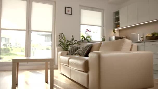 Oddálení záběru otevřeného obývacího pokoje plánu