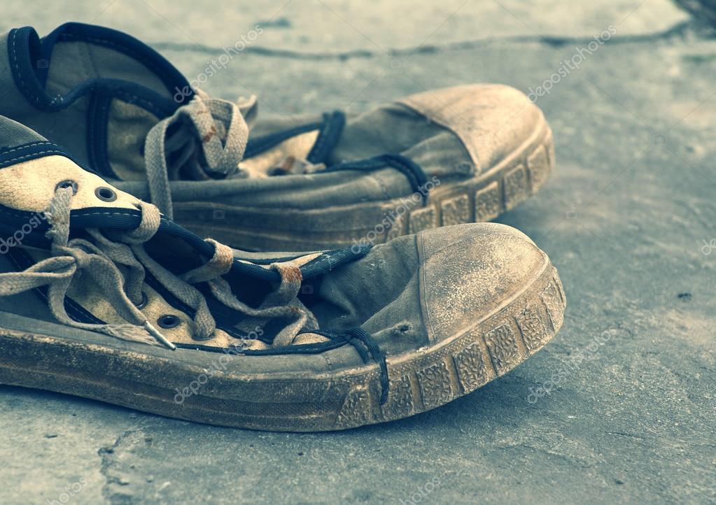 retro gym shoes