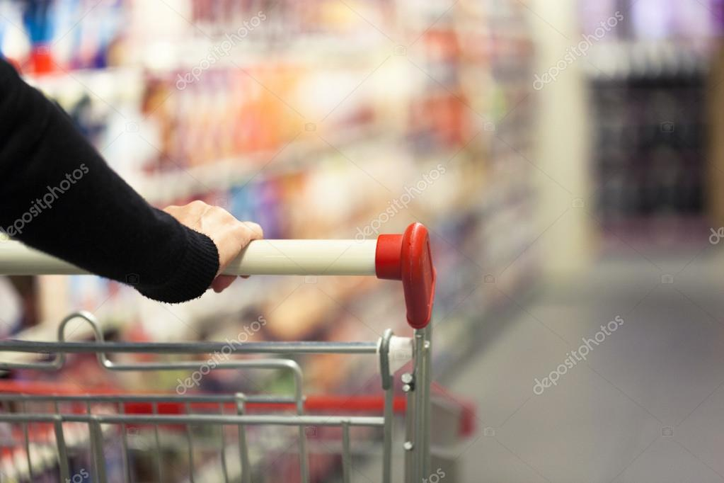 Donna in supermercato — Foto Stock