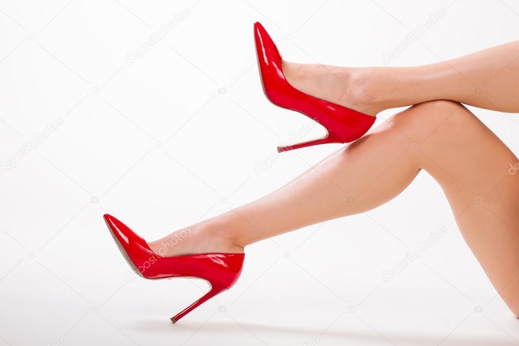 лижет в красных туфельках общем