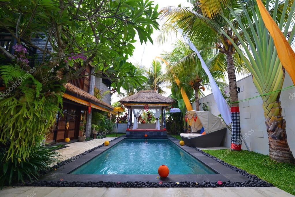 Moderne tropische villa u stockfoto vision si