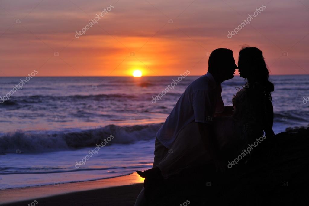 Silhouettes of a bride and groom
