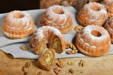 Potica, Rolls with walnuts
