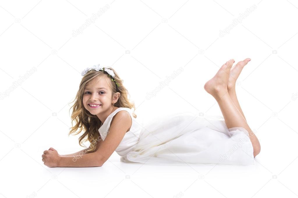 kleines Mädchen weißes Kleid — Stockfoto © Lopolo #88848054