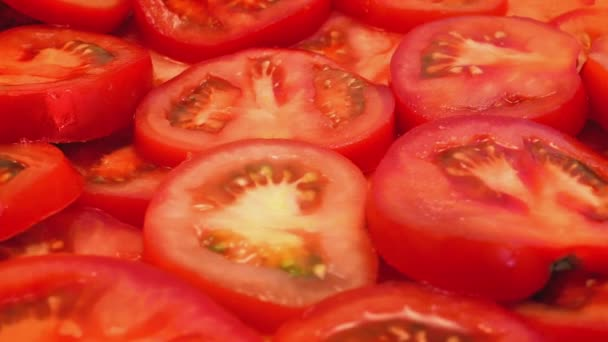 Vyjmout plátky rajčat
