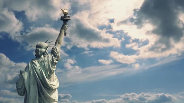 Szabadság-szobor drámai égre néző