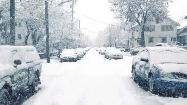 Út a külvárosokban a hóvihar