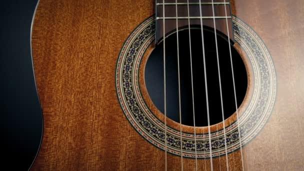 Předávání akustických kytar struny Closeup