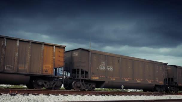 Vagóny nákladní vlak předáním dramatická obloha