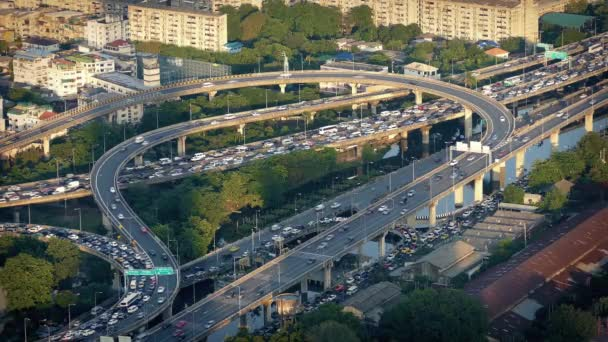 Kruhové silniční systém v městě ve špičce