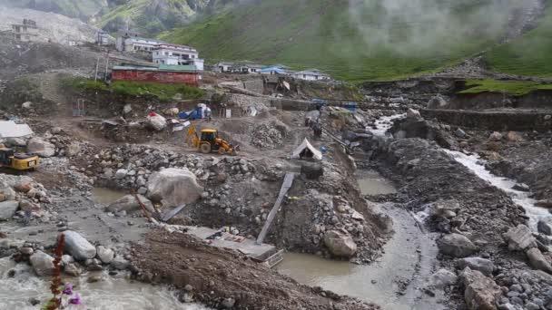 Rekonstrukce svatyně v Kedarnathu po katastrofě.
