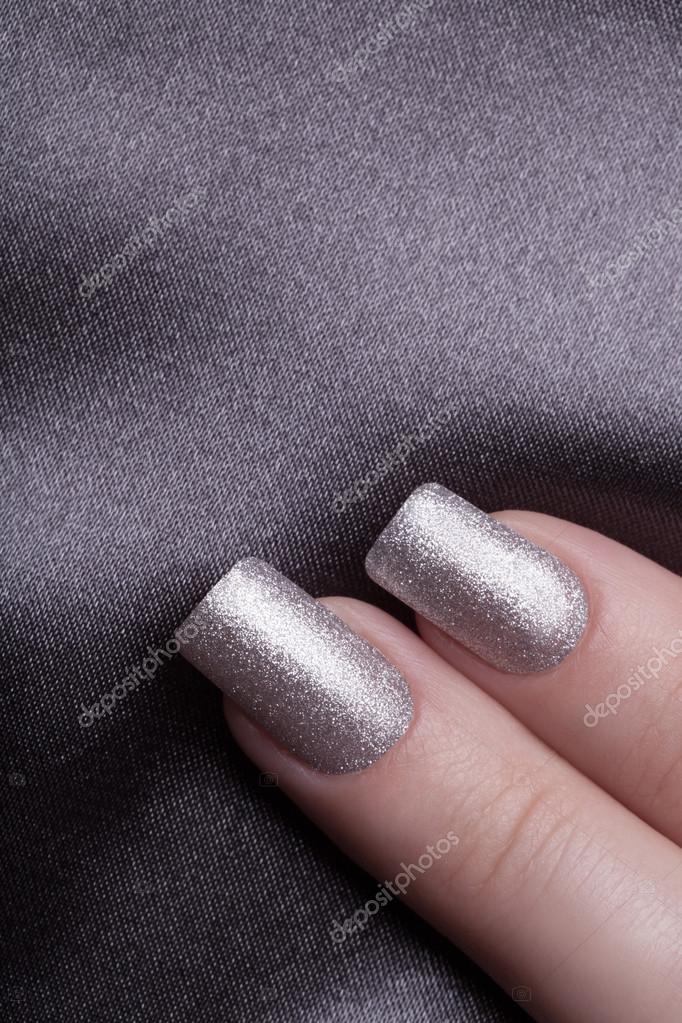 Esmalte de uñas plata — Fotos de Stock © SergeyTay #98882604