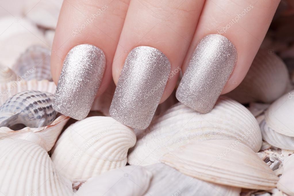 Esmalte de uñas plata — Fotos de Stock © SergeyTay #98882826