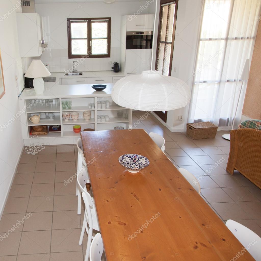 Moderne Grote Eettafel.Interieur House Grote Moderne Keuken Eettafel Stockfoto
