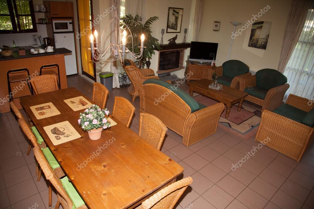 https://st2.depositphotos.com/3977247/10138/i/950/depositphotos_101387592-stock-photo-large-nice-living-room-with.jpg