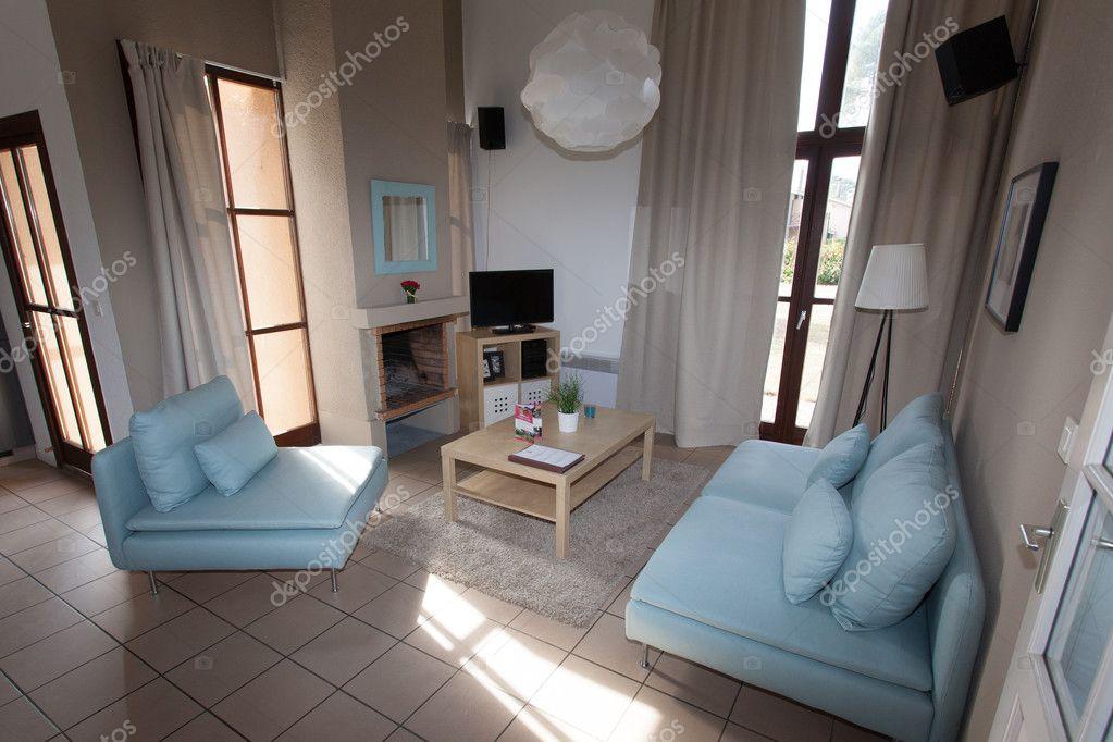Schone Moderne Und Helle Wohnzimmer Mit Blauem Sofa Stockfoto