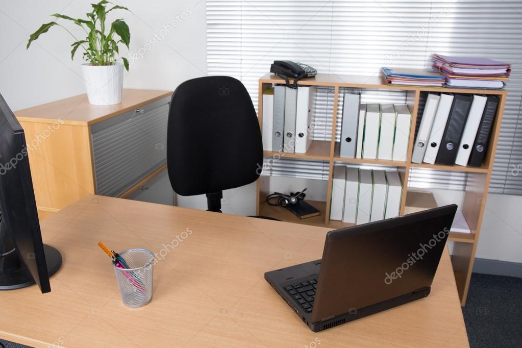 Bureau avec ordinateur portable emploi redondant business
