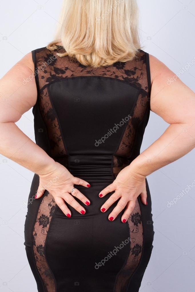 Madura Posando Mujer Madura Posando Con Un Vestido Negro