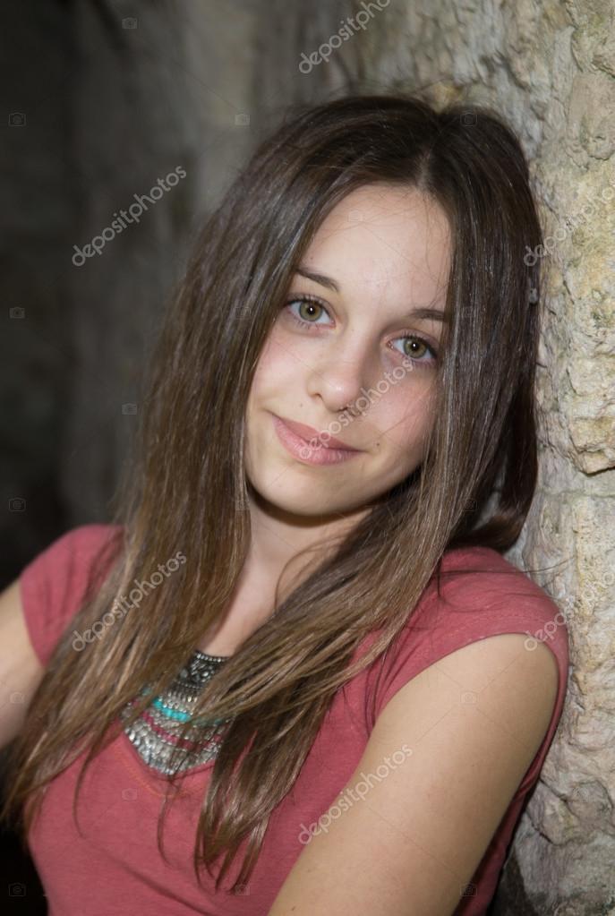 tr s jolie jeune fille adolescente brune heureux photographie sylv1rob1 77291070. Black Bedroom Furniture Sets. Home Design Ideas