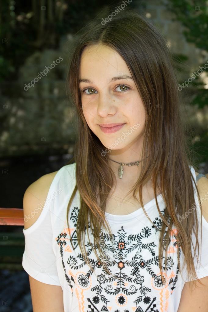 12 jarig model Heel mooi meisje van 12 jaar oud — Stockfoto © sylv1rob1 #79294768 12 jarig model