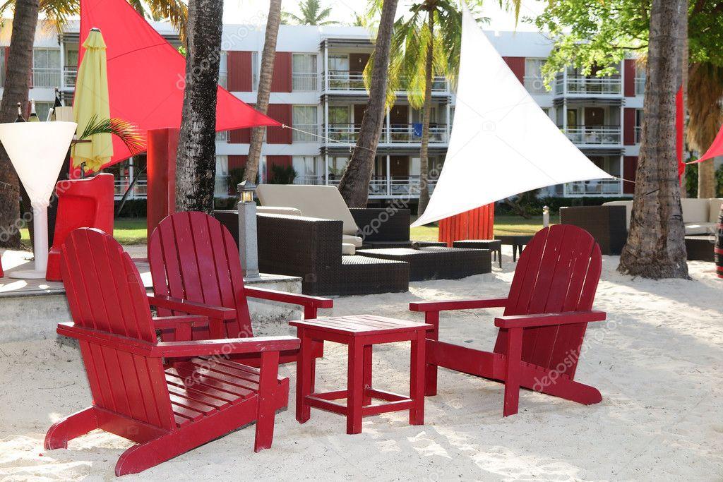 Terraza Lounge Con Sillones Y Vista Al Mar En Un Resort De