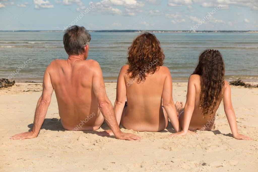 nackt am strand bilder