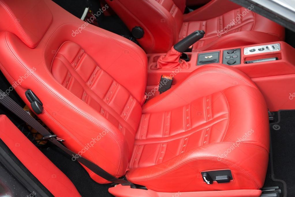 Foire salon beau cuir rouge de la voiture de sport — graphie