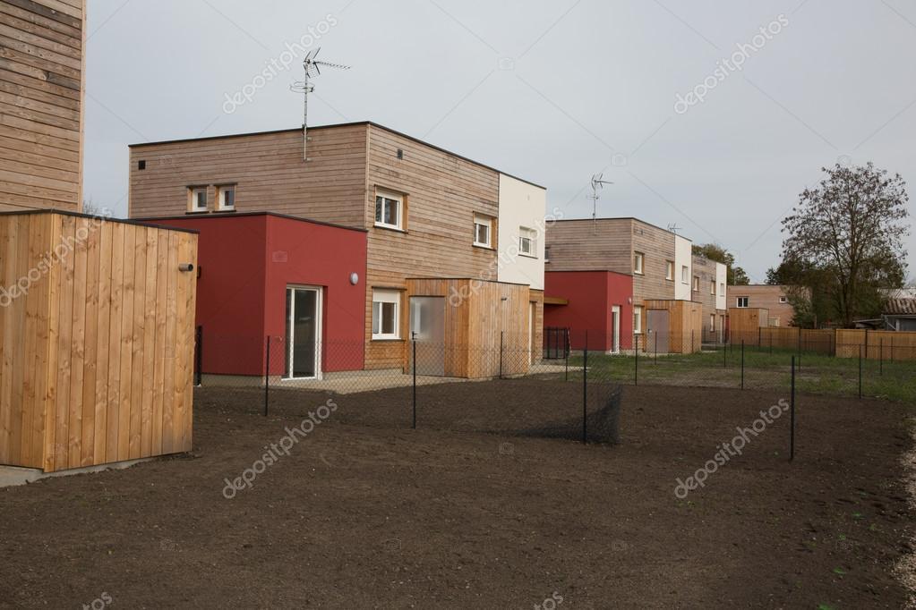 Schöne Moderne Holzhaus Mit Garten, Im Freien U2014 Stockfoto