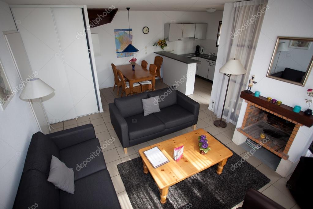 Modernes Wohnzimmer Mit Essbereich Und Küche Stockfoto Sylv1rob1