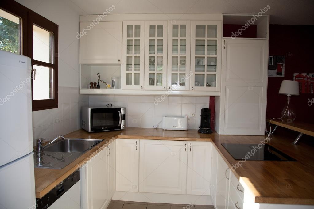 toscana - cucina bianca mensole e frigorifero in argento ? foto ... - Cucina Bianca E Argento