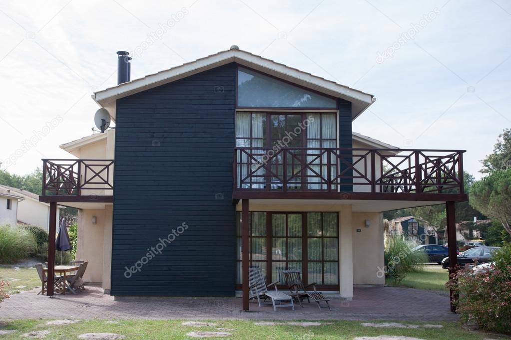 Weergave van de buitenkant van een mooie moderne huis u stockfoto