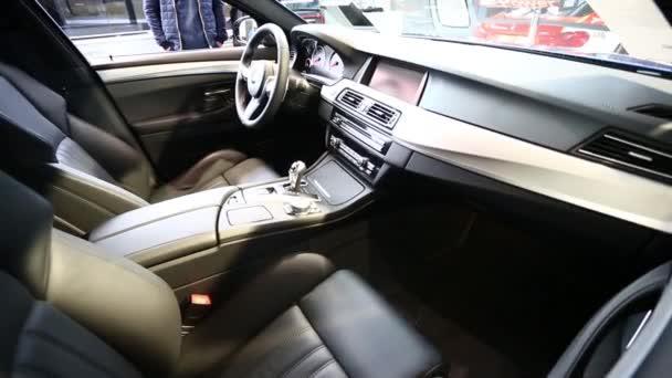 BMW M5 vnitřní