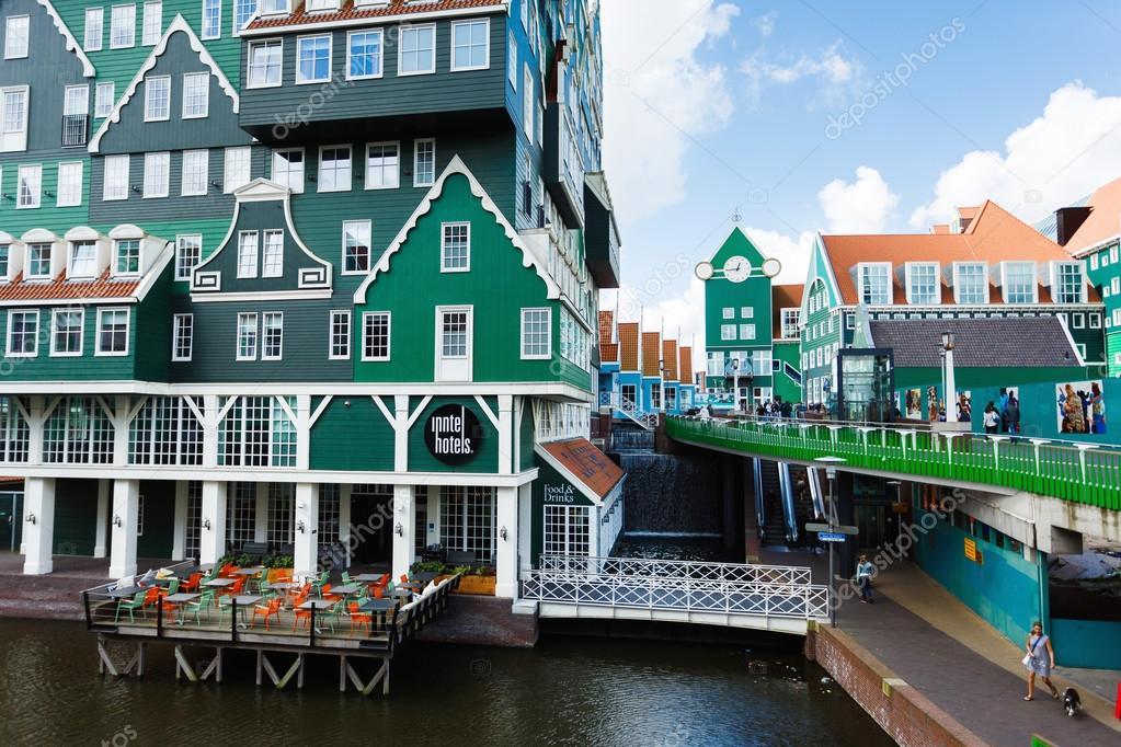 Edificio di inntel hotel a zaandam paesi bassi foto for Edificio di 10000 piedi quadrati