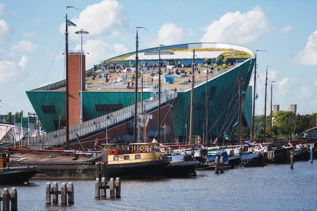Museo della scienza nemo amsterdam foto editoriale for Houseboat amsterdam prezzi