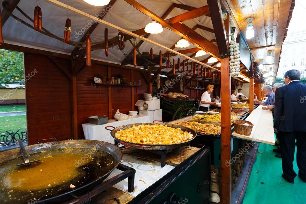 Outdoor Küche Aus Ungarn : Outdoor küche u redaktionelles stockfoto castenoid