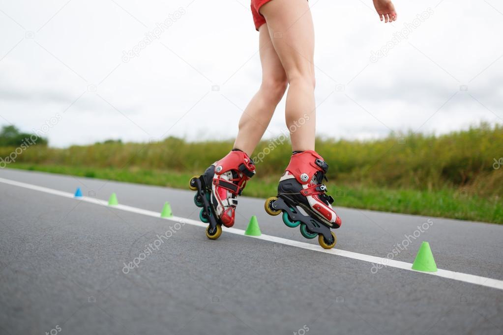 Ноги девушек на роликах фото 250-976
