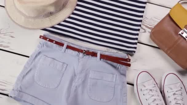 Lehké šortky s pruhovaný top