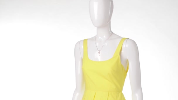 Casual yellow dress on mannequin.