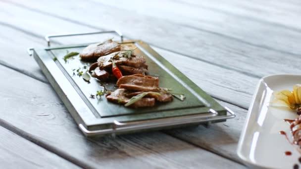 Kousky masa a bylinkami