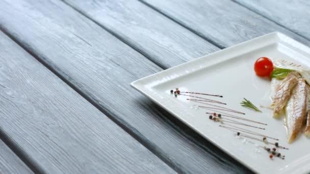 Rybí filé na talíři
