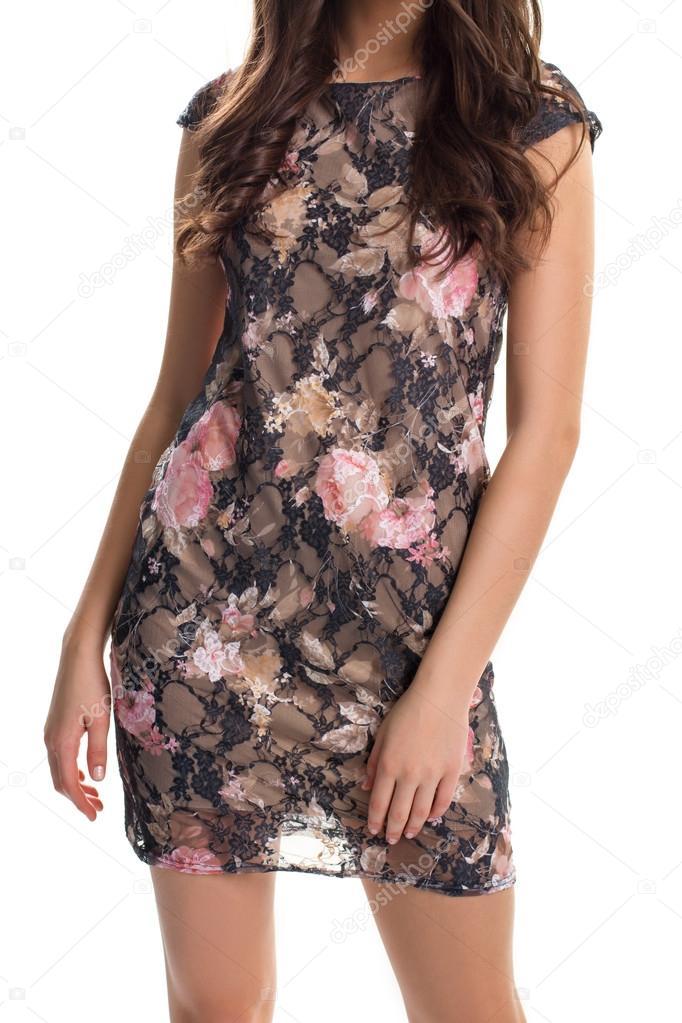 8f2a8704c863 Γυναίκα στο μαύρο floral φόρεμα. Κοντό βραδινό φόρεμα με print. Νέο φόρεμα  από την ανοιξιάτικη συλλογή. Πολυτέλεια και γοητεία — Εικόνα από ...