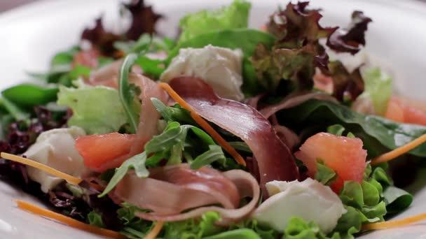 chutný salát.