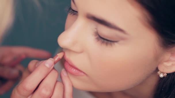 Beautiful brides makeup.