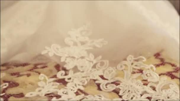 Oblak svatebních šatů