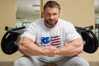 Bodybuilder in gym.