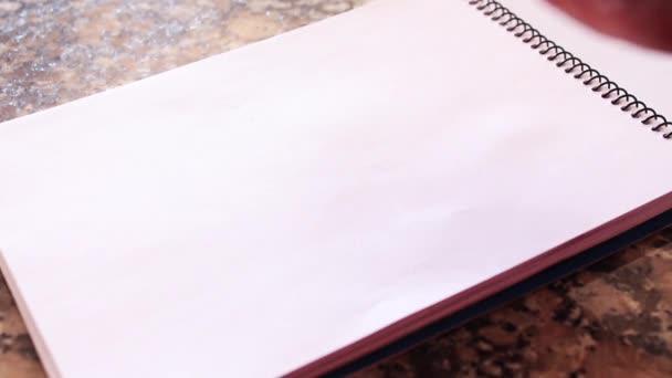 Kézi rajz egy szív, egy egyszerű fehér papíron. Full Hd 1920 x 1080