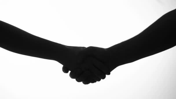 Hand shake muž a žena v silueta