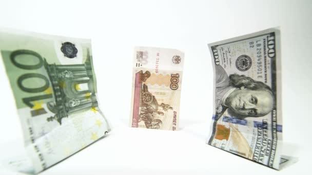 Ruskou měnou rubl klesá před dolar euro