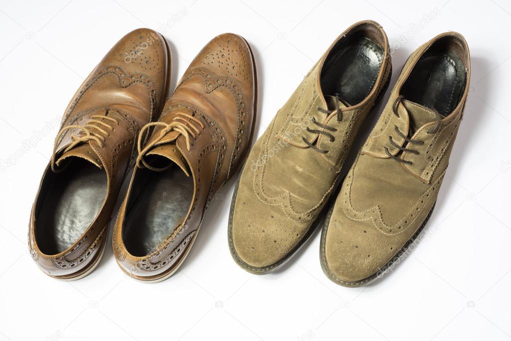 info for 9dd7b a4691 Due paia di scarpe usate bdapester isolate su priorità bassa ...