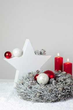 Advent wreath with white star and red candles